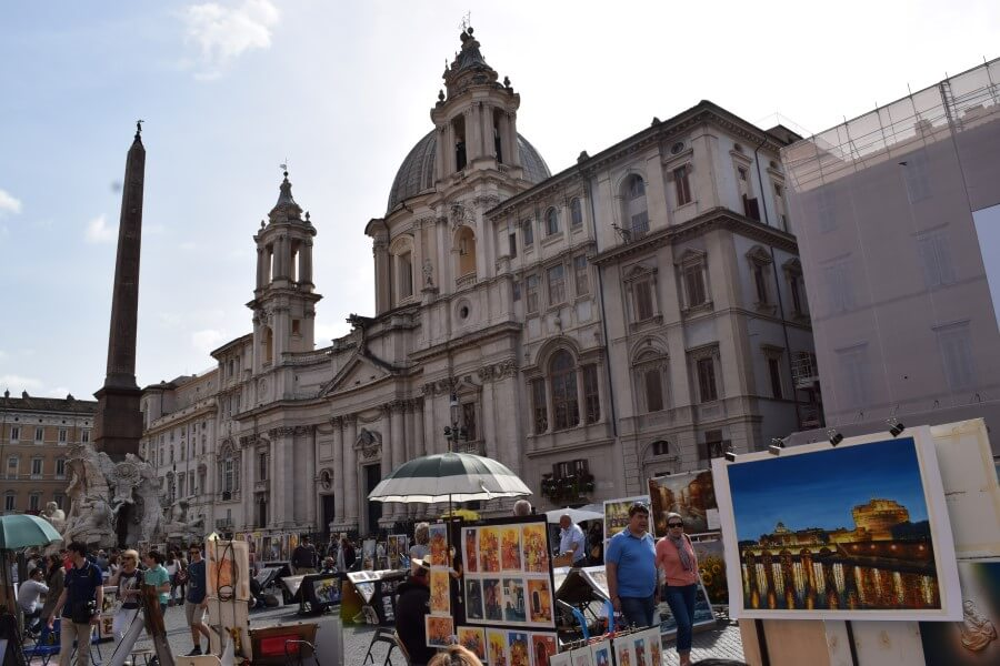 Piazza Navona artist making photographs