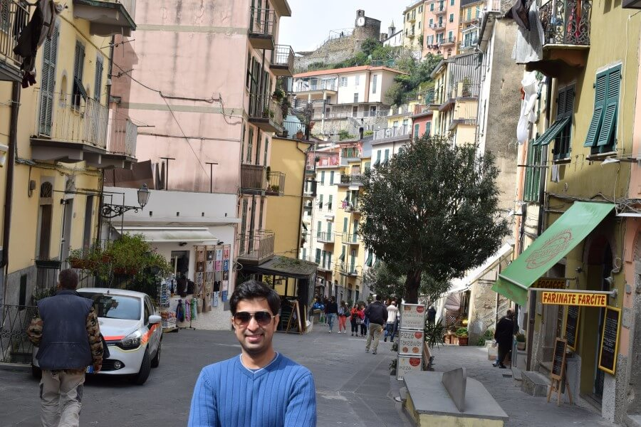 Riomaggiore steets full with restaurants