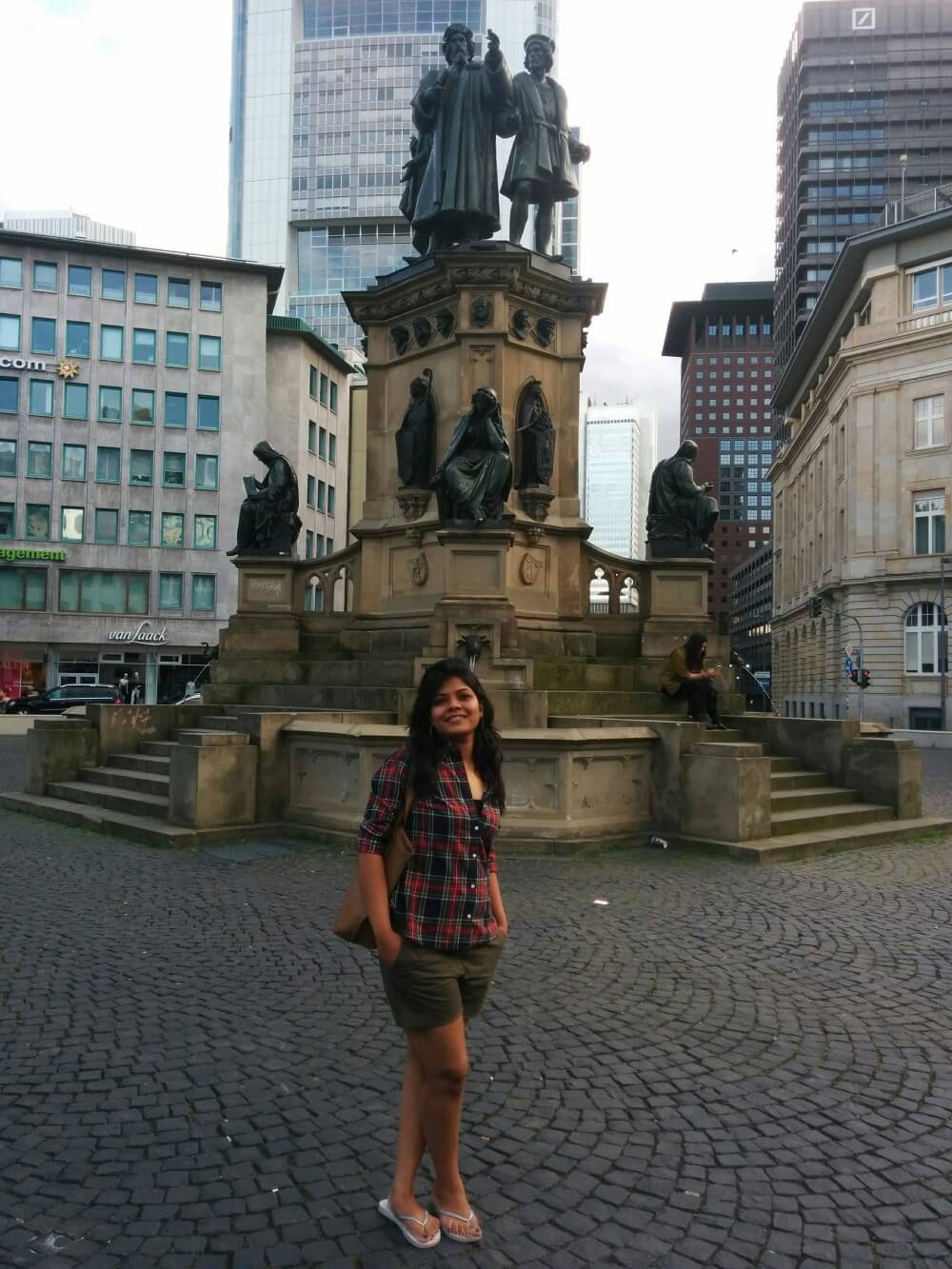 travelpeppy-inspiring-young-female-traveler
