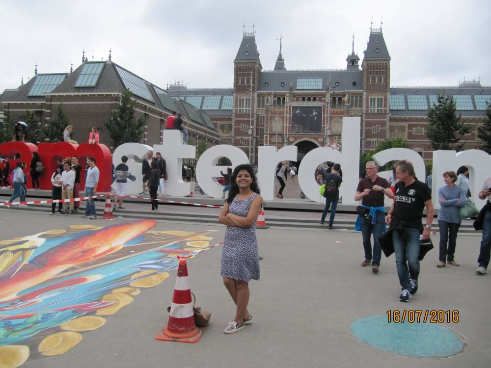 i-amsterdam-young-female-traveler