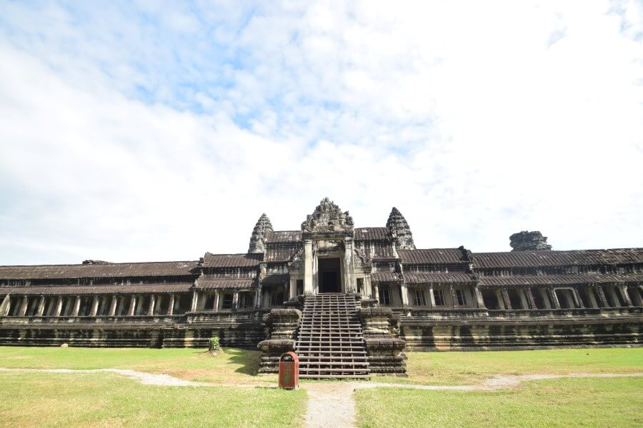 huge angkor wat temple complex