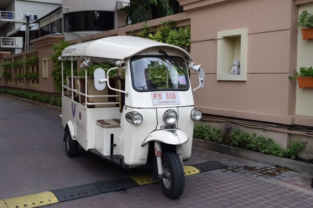 Grand Mercure Bangkok Asoke Residence tuk tuk service