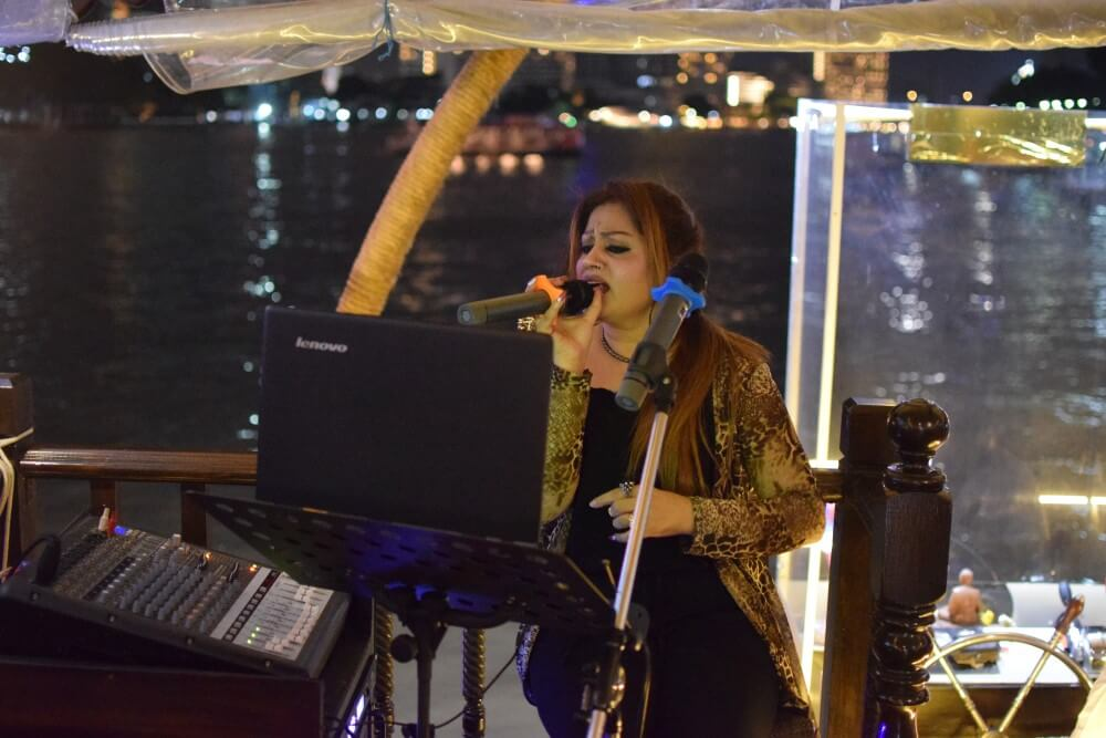 Live music at Indian dinner cruise bangkok